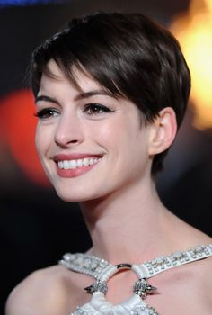Anne Hathaway Cute Pixie Cut for Summer - Popular Short Hairstyles for Summer