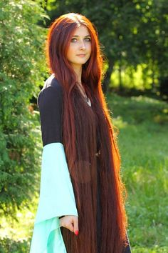 Rote Haare Gorgeous long hair hairstyles long for long long hairstyles hair braids hair curls hair cut with layers hair ideas hair styles hair volume long hair Long Red Hair, Very Long Hair, Dark Hair, Brown Hair, Pretty Hairstyles, Girl Hairstyles, Wedding Hairstyles, Red Hair Woman, Beautiful Red Hair