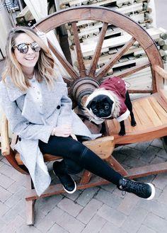 zoe and nala on a bench #zoella #zoesugg