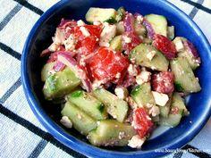 Skip the feta for a vegan salad! Greek Recipes, Raw Food Recipes, Salad Recipes, A Food, Food And Drink, Recipe Boards, Greek Salad, Meatless Monday, Feta