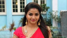 Nithya Ram is an Indian Film Actress, best known for her work in Kannada, Tamil and Telugu TV Serials or show and movies. Beautiful Girl Indian, Beautiful Indian Actress, Beautiful Actresses, Beautiful Saree, South Indian Actress Hot, Indian Actress Hot Pics, Hot Actresses, Indian Actresses, Indiana