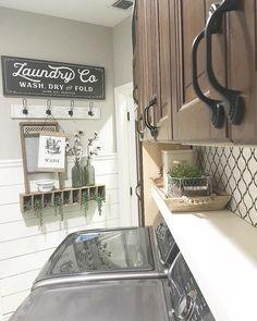 Farmhouse Laundry Room 34 Best Farmhouse Laundry Room Decor Ideas And Designs For 2018 - Lifestyle & Interior Design Trends Rustic Laundry Rooms, Farmhouse Laundry Room, Laundry Room Design, Rustic Kitchen, Laundry Room Wall Decor, Country Kitchen, Kitchen Ideas, Kitchen Design, Laundry Rooms