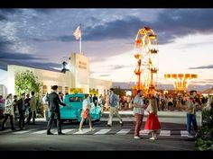 Back To The Future | Secret Cinema - YouTube Queen Elizabeth Olympic Park July-August 2014. Hecho por los fans