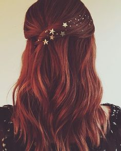 Stars in her hair by Kristen Ess ? Stars in her hair by Kristen Ess ? Star Hair, Christmas Hair, Holiday Hairstyles, Hair Dos, Hair Jewelry, Pretty Hairstyles, Hair Trends, Hair Inspiration, Curly Hair Styles