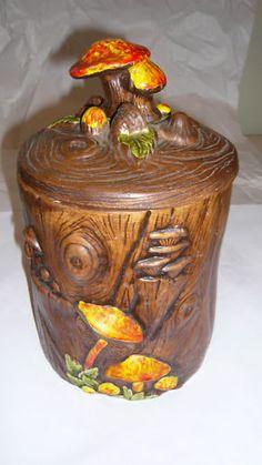 Mushrooms on Stump Cookie Jar made in USA by Treasure Craft