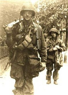 George Luz and 'Babe' Heffron, Easy Company PIR, Airborne. George Luz was from West Warwick! History Online, Us History, American History, Military Photos, Military History, 101st Airborne Division, Band Of Brothers, Vietnam, Paratrooper