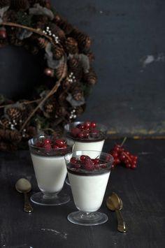 Receta de Panna Cotta de Baileys y chocolate, postre muy fácil. Perfecto para servir en Navidad. Sólo necesitas 15 minutos, puedes hacerlo con antelación.