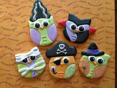 owl dressed for halloween Owl Cookies, Iced Cookies, Cute Cookies, Easter Cookies, Royal Icing Cookies, Sugar Cookies, Halloween Clay, Halloween Cakes, Halloween Treats