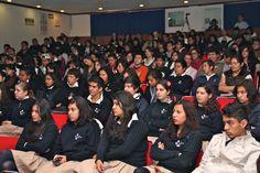 Alumnos de Preparatoria durante la Inauguración de la Semana Cultural.