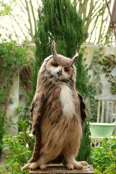 Strike a pose! Eurasian Eagle Owl (bubo bubo) by Helen Priem (Needlefelted Eurasian Eagle-Owl (Bubo bubo) by Helen Priem at pipspatterns)