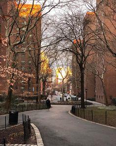Stuyvesant Town NYC - sunrise V - #twanerphotography #newyork #newyorkcity #nyc #iphonex #iphonephotography #iphonephoto #portraitmode #stuyvesanttown #stuytown @stuytownapts #sunrise #clouds #nofilter #noedit #latergram