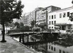 zwembad aan de Mauritskade , na de grote afbraak/herbouwing zag het er in de jaren 1990 zo uit .
