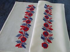 Palóc minta, lapos hímzéssel. Polish Embroidery, Hungarian Embroidery, Couture Embroidery, Folk Embroidery, Hand Embroidery Designs, Embroidery Patterns, Machine Embroidery, Vbs Crafts, Diy And Crafts