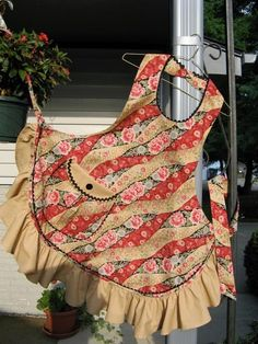 Looking for sewing project inspiration? Check out Big Pocket Apron by member 2strings.