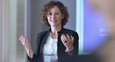 """Beatrice Müller """"Wer sagt einem CEO, dass seine Rede unverständlich war?""""   persoenlich.com Online Magazine, Economics, Communication, Psychics"""