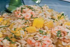 Exotische rijstsalade met roze garnalen