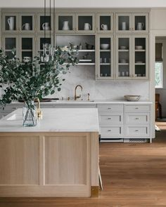 #kitchendesign #kitchendecor #kitchen #kitchen2019 #dreamkitchen #kitchenisland #kitcheninspiration #kitchenideas #kitchenorganization #kitchenstyle #kitcheninterior #kitchenlayout #kitchenremodel #kitchenrenovation #kitchens @galerieprovenance on Instagram: Happy Sunday! I admit the idea of all-glass shelves was quite daunting at first but once filled they are quite easy to maintain. We also