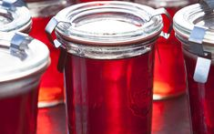 A beautifully clear jelly made from rowan berries and apple. (Rowan berries = mountain ash)