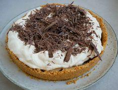 Banana cream pie - Banana Cream Pie Opskrift   Mummum.dk Danish Food, Banana Cream, Cream Pie, Shortbread, Marshmallow, Super Bowl, Mousse, Bowls, Food And Drink