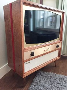 What do to with the flat screen TV in a midcentury home? Jeff got creative — and designed and builta custom TV cabinet that holds a 32″ LCD TV, BluRay player, and soundbar. Envious? He's in the Portland/Seattle area can make one for you, too! Edited a bit for flow given we had some back …