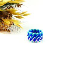 #Royal blue ring #Twist ring #Beaded ring #Statement ring #Delicate ring #Tinyring Midi ring Blue white ring #Fashionring #Cyan blue jewelry