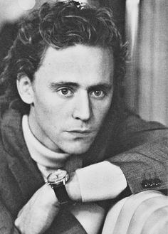 Tom Hiddleston, he looks younger here. Young Tom Hiddleston, Tom Hiddleston Funny, Thomas William Hiddleston, Hiddleston Daily, British Boys, British Actors, Tom Hiddleston Imagines, Night Manager, Baby Toms