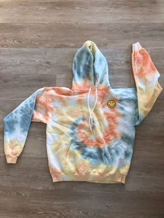 Tye Dye, Bleach Tie Dye, Tie Dye Hoodie, Tie Dye Shirts, Diy Sweatshirt, Moda Tie Dye, Batik Mode, Pastel Tie Dye, Blue Tie Dye
