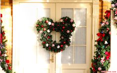 Christmas Decorations: Mickey Mouse Christmas wreath!