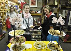 WCU students enjoy snacks at Dogwood Crafters at the annual Dillsboro Luminaire.