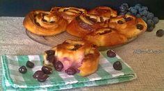 In onore della vendemmia la girelle di pan brioche all'uva nera. Soffici, golose e profumatissime, per un goloso fine pasto o per una sana merenda.