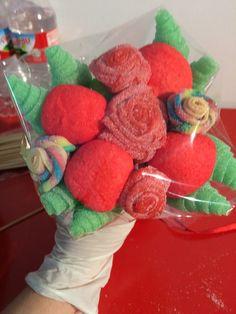 Ramo de rosas y nubes de fresa.Handmade