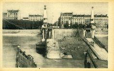 Construit en 1965, le pont Galliéni sur le #Rhône eut plusieurs appellation : Midi (pont du) et antérieurement pont Napoléon (1871), Seguin (1849), du Rhône (1852), pont Gallieni (1916). Tenant cours Verdun, aboutissant avenue Berthelot. Comme de nombreux ponts de #Lyon il fut détruit par les bombardements allemands lors de leur fuite en sept. #1944 #WW2 #2GM #numelyo #occupation Lyon, Occupation, Berthelot, Verdun, Midi, Comme, Painting, German Men, Bridges