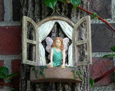 Fairy Garden accessoires fenêtres assis fille par TheLittleHedgerow