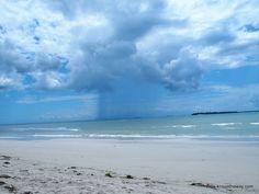 Tormenta tropical en la playa de Kigamboni, Dar es Salaam, Tanzania