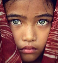 Zoom sur les plus beaux yeux du monde A Focus on the most beautiful eyes in the world, a dive into the deepest glances, most [. Pretty Eyes, Cool Eyes, Sad Eyes, Beautiful World, Beautiful People, Simply Beautiful, Stunning Eyes, Amazing Eyes, Jolie Photo
