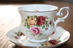 Royal canterbury  Madeleine  English roses  teacup door HomiArticles