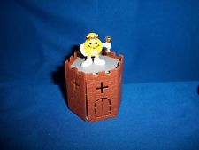 M&M's MEDIEVAL Yellow KING & CASTLE Figurine M&M French Pocket Surprise M&Ms