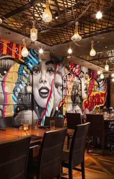 Each restaurant has a brand.Great, powerful, and effective restaurant branding is all about marrying your marketing with your operations. Pub Design, Coffee Shop Design, Store Design, Sport Bar Design, Restaurant Bar, Restaurant Branding, Restaurant Marketing, Marketing Branding, Bar Lounge