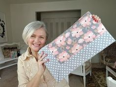 Self Binding Baby Blanket, Baby Blanket Tutorial, Easy Baby Blanket, Baby Sewing Projects, Sewing Hacks, Sewing Crafts, Baby Girl Quilts, Girls Quilts, Baby Knitting Patterns