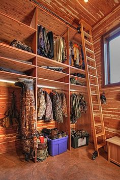 I need this in my new house. Hunting Closet in Garage Addition rustic closet Rustic Closet, Rustic Entry, Gun Rooms, Garage Addition, Up House, Closet Designs, Basement Designs, Log Homes, Cabana