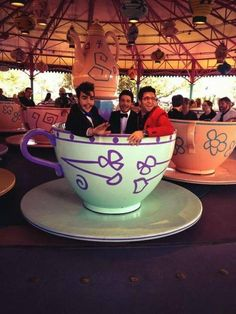 Il  Volo in Disney in the cups from Alice in the Wonderland never can get tired from that ride !!!! N.