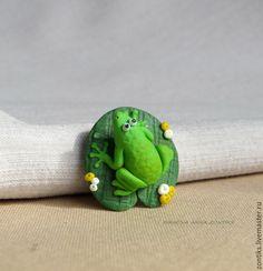 Купить Брошь лягушонок на кувшинке - разноцветный, брошь для детей, брошь из пластики, зеленый, желтый
