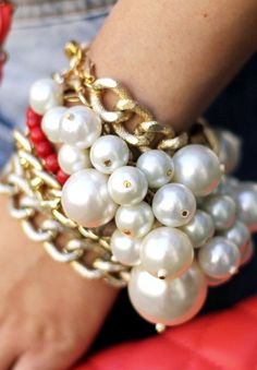 The Old Chanel trend is back! Pearl Jewellery Trend: mixed pearl bracelet