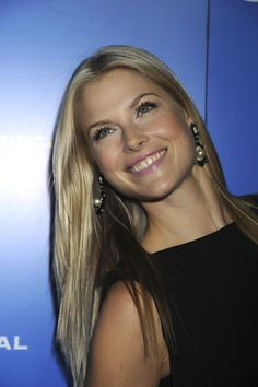 Ali Larter ...... Larter's screen debut came in the 1999 film Varsity Blues, followed by the horror films House on Haunted Hill and Final Destination as Clear Rivers.