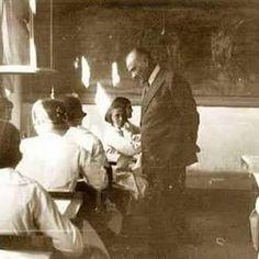 Öncelikle Başöğretmen Gazi Mustafa Kemal Atatürk olmak üzere işini layığı ile yapan tüm fedakar öğretmenlerimizin Öğretmenler günü kutlu olsun.