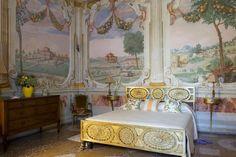 Villa Montecchia - Bedroom decorated with paintings of noble villas - (near to Padua, Italy) built 1568 by Dario Varotari architect/painter