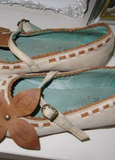 Kaufe meinen Artikel bei #Mamikreisel http://www.mamikreisel.de/kleidung-fur-madchen/halbschuhe/14319887-momino-halbschuhe-gr-31-ballerinas-3d-blume-leder-lochmuster-sandalen-festlich