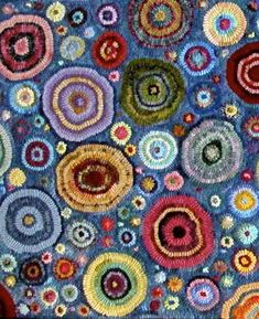 Using rag-rug techniques for artwork for walls and elsewhere - sometimes even for on the floor Rug Hooking Designs, Rug Hooking Patterns, Locker Hooking, Latch Hook Rugs, Rug Inspiration, Hand Hooked Rugs, Penny Rugs, Cool Rugs, Fabric Art