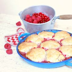 Cakes in the city: Cobbler pêches & fruits rouges