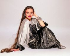 Scrapbook Really Long Hair, Super Long Hair, Crystal Gayle Hair, Pictures Of Crystals, Ginger Hair, Timeless Beauty, Hair Lengths, Hair Beauty, Country Singers
